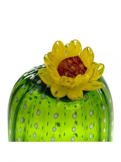 Seletti Cactus Sunrise lampada a led con regolazione di intensità in vetro soffiato raffigirante un cactus in un vaso in porcellana rosa particolare del fiore