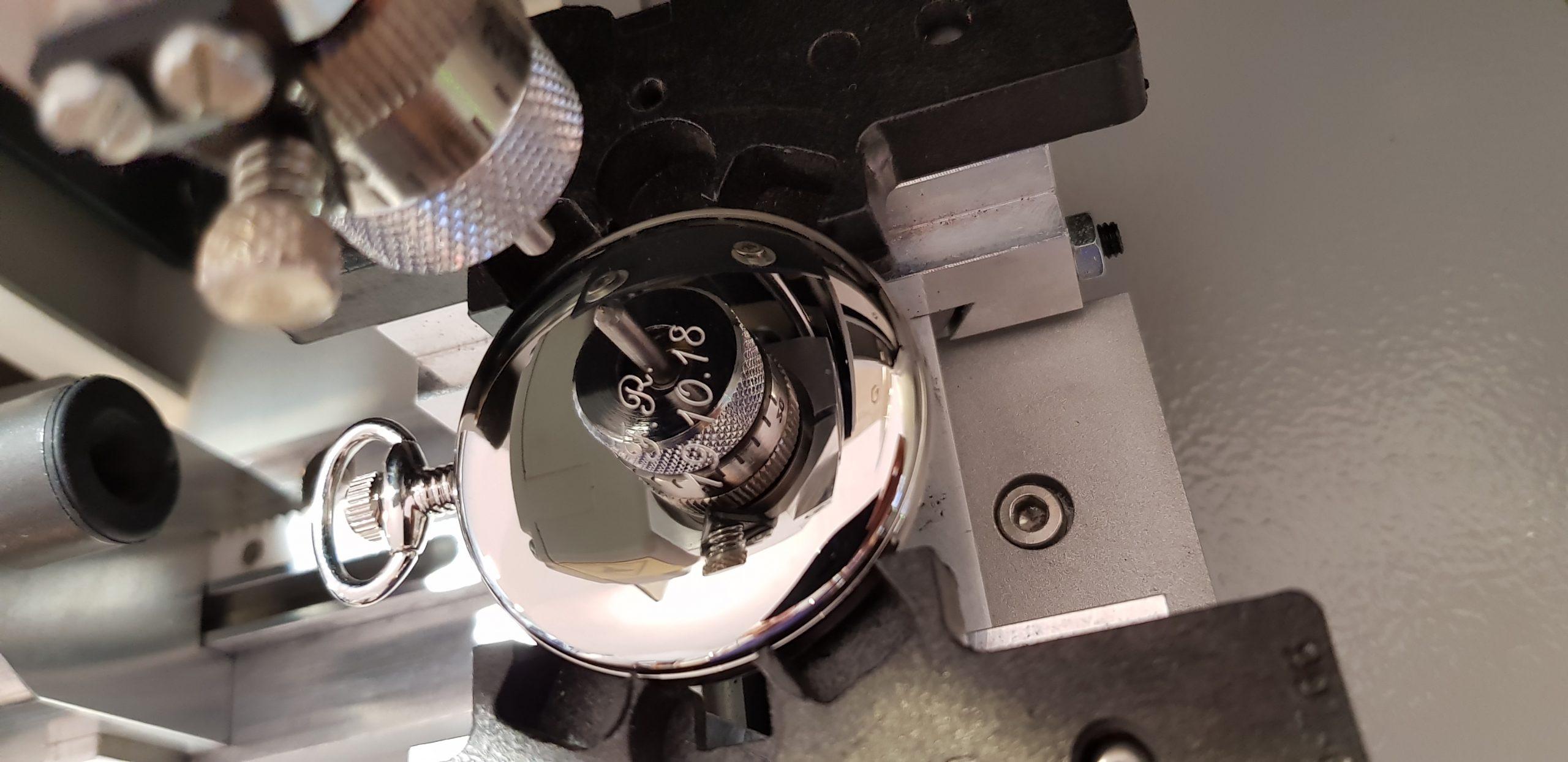 personalizzazione con incisione effettuata su orologio in acciaio cromato