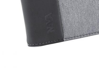 logo del portafoglio nava linea twin con 8 tasche per carte di credito e porta banconote colore grigio