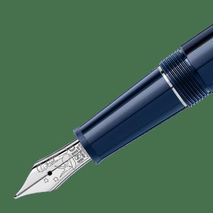 stilografica Le Petit Prince Classique Montblanc in pregiata resina blu con finiture placcato platino perticolare del pennino