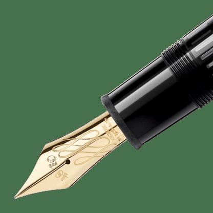Montblanc Misterstuck 149 particolare del pennino flex nib in pregiata resina nera e finiture dorate