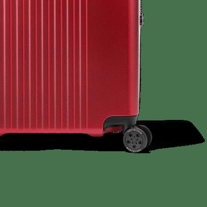 Montblanc trolley My #4810 trolley red in policarbonato con quattro ruote inserti in pelle particolare della ruota