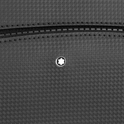 Zaino Montblanc Extreme 2.0 in pelle a tre scomparti particolare del logo