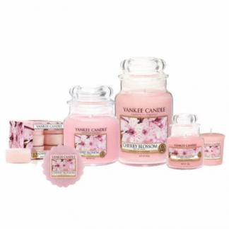 Candele profumate yankee candle fragranza Cherry blossom disponibile in più formati grande media piccola per auto tea light sampler e tart