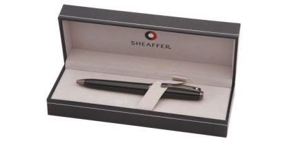 penna a sfera sheaffer prelude colore nero lucido con finiture colore canna di fucile