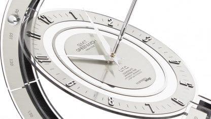 particolare del quadrante dell'orologio incantesimo design grenwich armillare