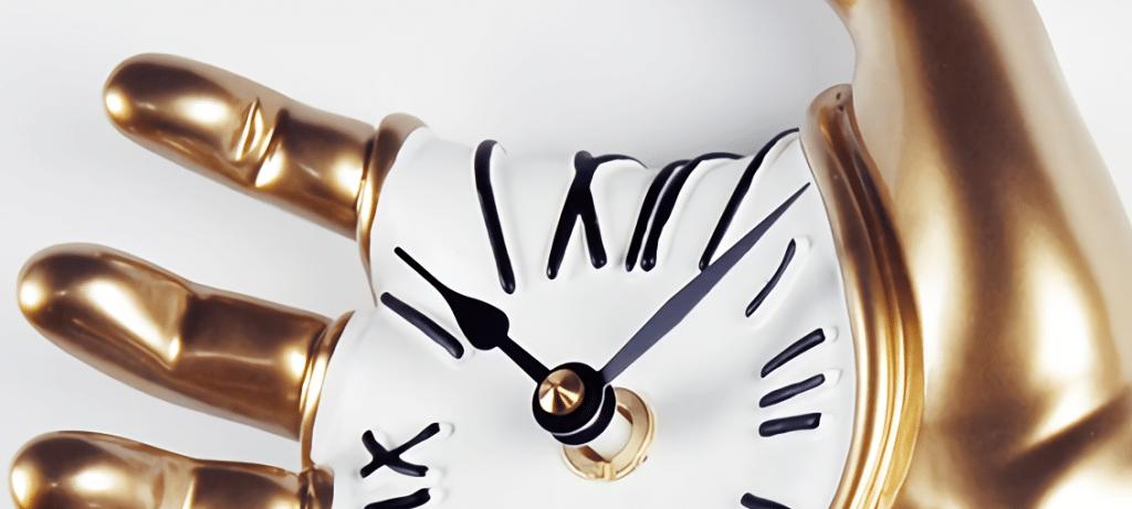 immagine di servizio della pagina antartidee orologio in mano