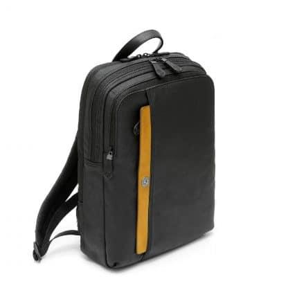 Spalding Zaino Square Matt in canvas resinato nero con inserto anteriore in pelle giallo vista diagonale