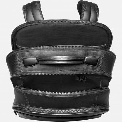 Zaino Montblanc Extreme 2.0 in pelle di vitello con stampa trema fibra di carbonio di colore nero tre scomparti principali con zip ed una tasca anteriore vista dall'alto con scomparti aperti