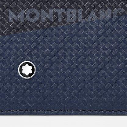 Portafoglio Montblanc in pelle di vitello con stampa della trama della fibra di carbonio di colore nero e blu con logo sul davanti particolare del logo