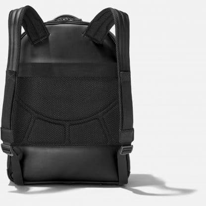 Zaino Montblanc Extreme 2.0 in pelle di vitello con stampa trema fibra di carbonio di colore nero tre scomparti principali con zip ed una tasca anteriore retro