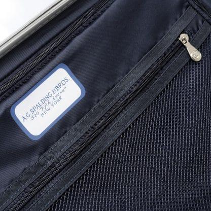 Trolley di colore argento in pet con logo A.G. Spalding a rilievo sul frontale particolare della zip interna