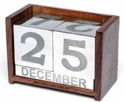 A.G. Spalding & Bros Calendario perpetuo con base in legno con serigrafia del logo con dettagli dei mesi e numiri dei giorni in alluminio spazzolato lucido